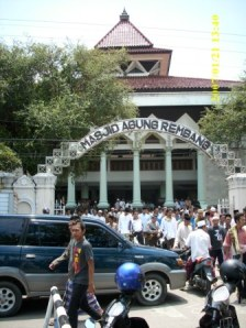 Suasana Selesai Sholat Jumat di Masjid Agung Rembang