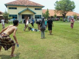 BUKAN ORANG GILA: aksi teatrikal dari IAIN Semarang.