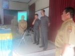 SALING MENGAWASI: Dra. Endang Widarti, M.Par bersama dua pengawas independen (keki abu-abu) dan Kepala SMA Abinawa (kanan).