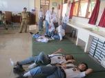 LEYEH-LEYEH: setelah berdonor dianjurkan untuk berbaring sebentar.
