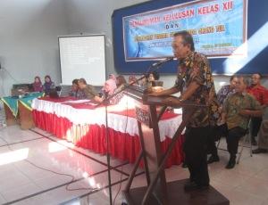 Kepla Dinas Pendidikan Kab. Kendal, Drs. Muryono dalam pengarahan keluslusan kelas 12 pekan lalu (15/5).